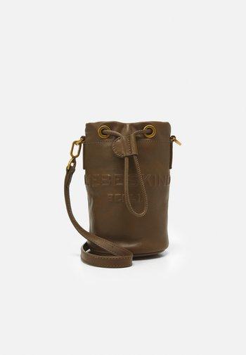 BUCKET BAG XS - Across body bag - kapok