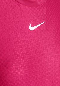 Nike Sportswear - T-shirts med print - fireberry/white - 4