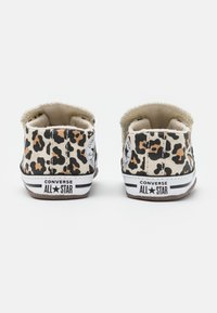 Converse - CHUCK TAYLOR ALL STAR CRIBSTER ARCHIVE ANIMAL PRINT UNISEX - First shoes - natural ivory/doe/black - 2