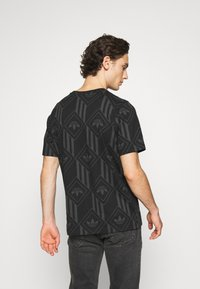 adidas Originals - MONO TEE  - T-shirt imprimé - black - 2