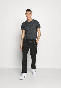 Tommy Jeans - ESSENTIAL JASPE TEE - T-shirt basic - black - 1