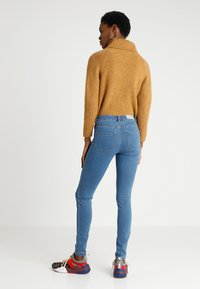 Vero Moda - VMJULIA FLEX IT  - Jeans Skinny Fit - medium blue denim