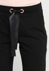 Hunkemöller - SKINNY - Pantalones deportivos - black - 4