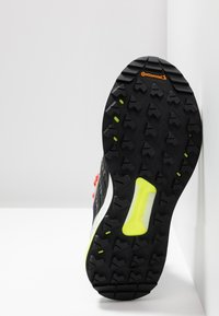 adidas Performance - TERREX FREE HIKER - Trekingové boty - light brown/simple brown/ash grey - 4