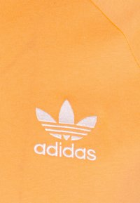 adidas Originals - STRIPES TEE - T-shirt med print - hazy orange - 5