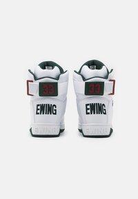 Ewing - 33 - Zapatillas altas - white/sycamore/biking red - 2