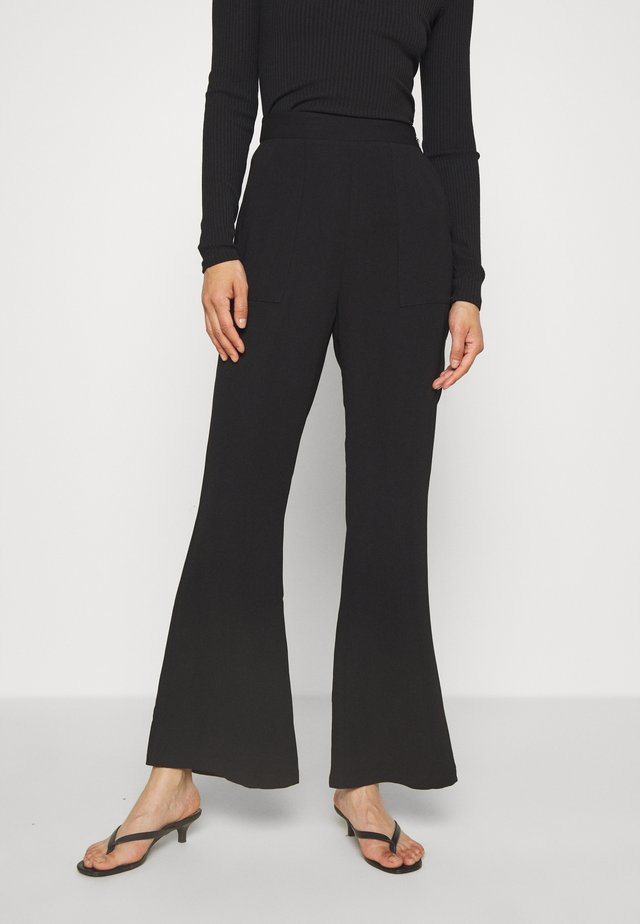 THE FLAWLESS PANT - Kangashousut - black