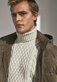 Massimo Dutti - MIT DAUNENFÜLLUNG  - Leather jacket - brown - 2