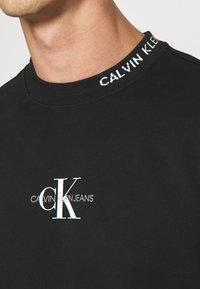 Calvin Klein Jeans - CENTER MONOGRAM CREW NECK - Sweatshirt - black - 5