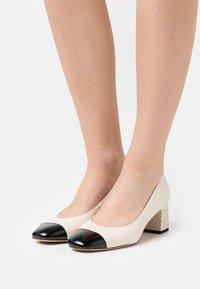 Tamaris - Classic heels - ivory/black - 0