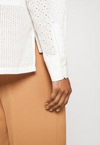 CLOSED - KARLA - Button-down blouse - offwhite - 3