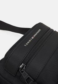 Tommy Hilfiger - ELEVATED CAMERA BAG UNISEX - Across body bag - black - 3