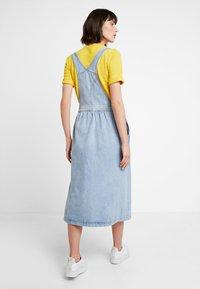 Calvin Klein Jeans - ICONIC DUNGAREE DRESS - Maxi dress - light stone - 2