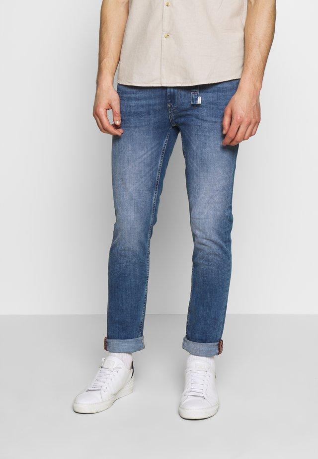 JET - Slim fit jeans - denim light blue