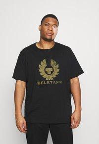 Belstaff - COTELAND OSHERITAGE - Print T-shirt - black - 0