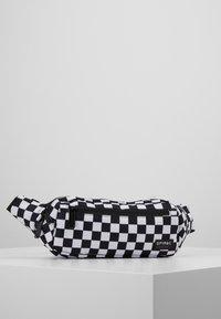 Spiral Bags - CROSSBODY - Ledvinka - black/white - 0