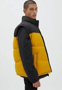 PULL&BEAR - Waistcoat - yellow - 3
