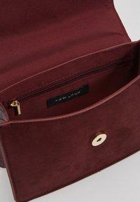 New Look - ROXANNE RING DETAIL CHAIN SHOULDER - Borsa a tracolla - dark burgundy - 4