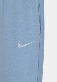 Nike Sportswear - Træningsbukser - psychic blue/white - 2