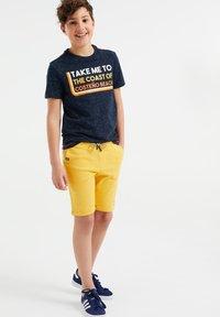 WE Fashion - 2 PACK - Shorts - yellow - 0