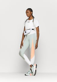 Puma - PAMELA REIF X PUMA COLLECTION  BOXY TEE - Print T-shirt - white - 1