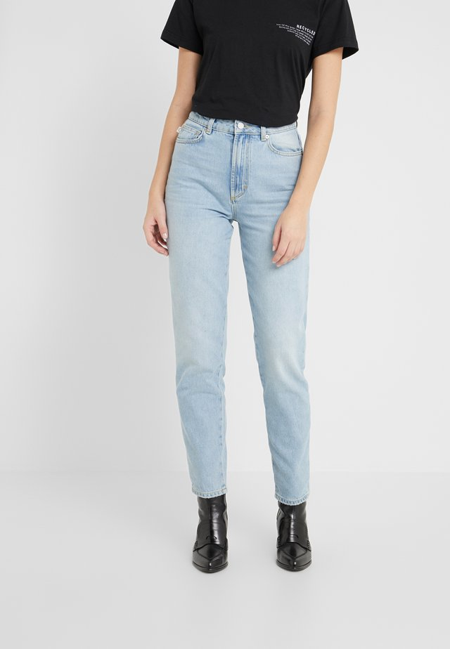 TARA PATCH LIGHT VINTAGE - Jeans a sigaretta - light vintage