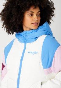 Wrangler - RAINBOW PUFFER - Winter jacket - worn white - 3