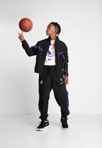 Nike Performance - NBA LA LAKERS RETRO TRACKSUIT - Pelipaita - black/field purple - 1