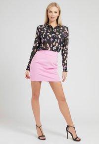 Guess - CLOUIS  - Button-down blouse - mehrfarbig schwarz - 1