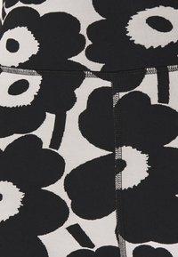 Marimekko - KIOSKI RITSALLA UNIKKO - Shorts - off white/black - 2