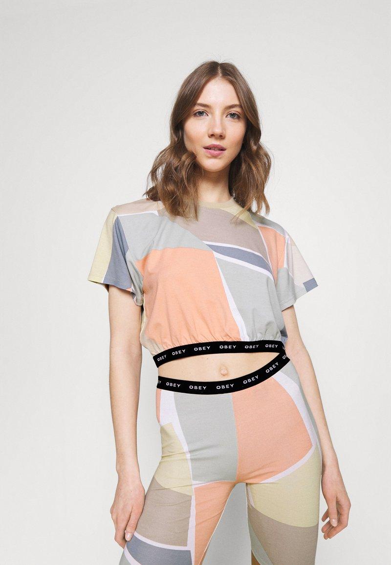 Obey Clothing - GLEN ASPEN TOP - Print T-shirt - peach multi