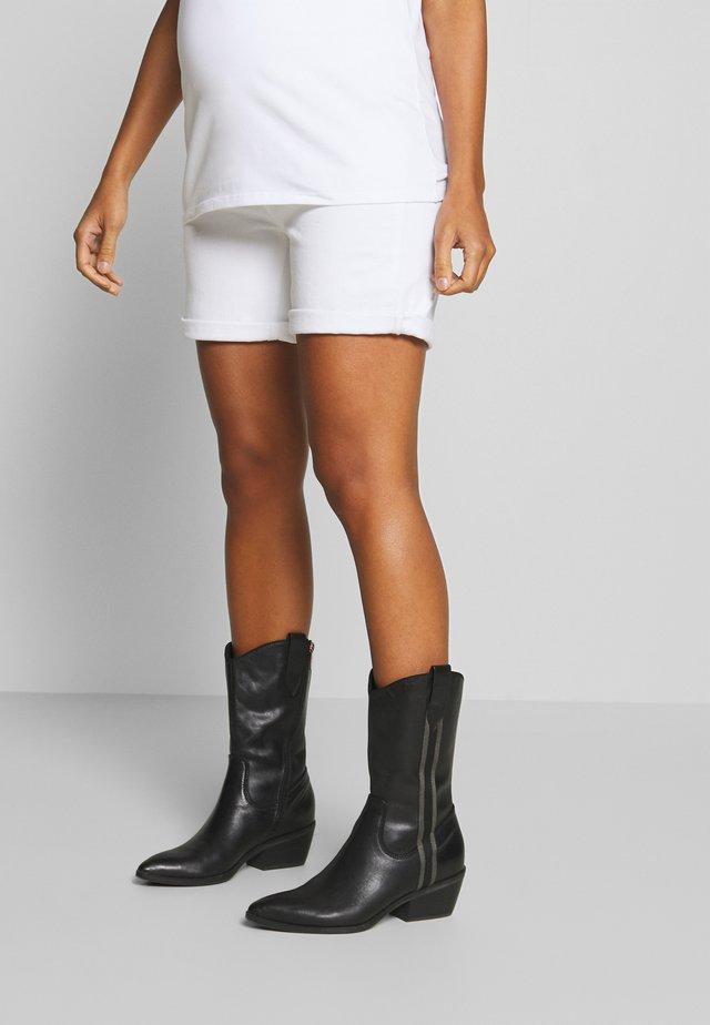 BERMUDA BOYFRND - Shorts vaqueros - white