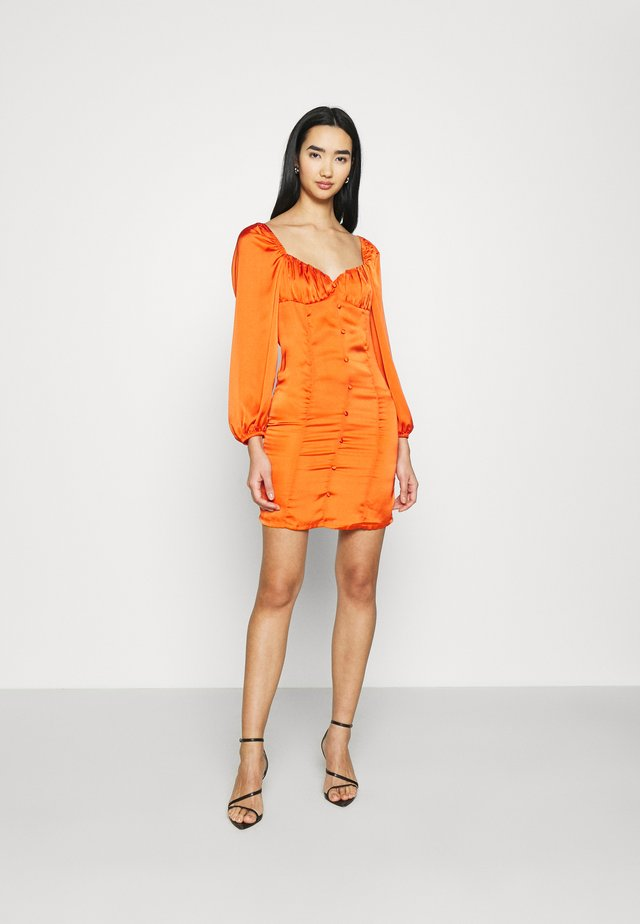 CARE BUTTON THROUGH MINI DRESS WITH PUFF LONG SLEEVES AND SWEETH - Cocktailjurk - rust