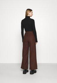 Fashion Union - JOHNNY TROUSER - Kalhoty - camel - 2