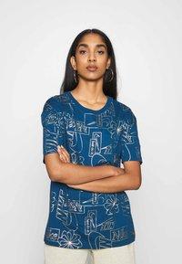 Nike Sportswear - TEE ICON CLASH - Camiseta estampada - valerian blue - 0