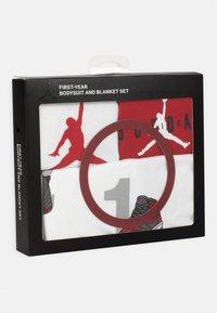 Jordan - MILESTONE BLANKET BOX SET UNISEX - Cadeau de naissance - white - 4