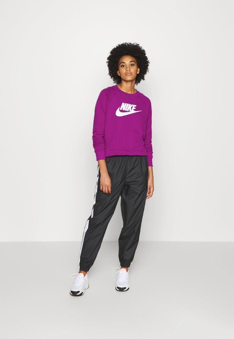 Nike Sportswear - CREW - Sweatshirt - cactus flower/white