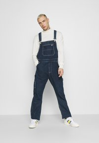 Tommy Jeans - DUNGAREE - Straight leg -farkut - save dark blue rigid - 1