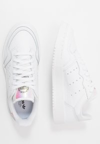 adidas Originals - SUPERCOURT - Sneakersy niskie - footwear white/core black - 0