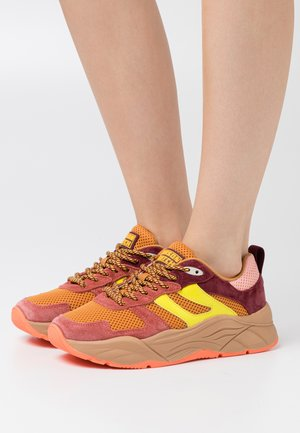 CELEST - Trainers - brown/orange