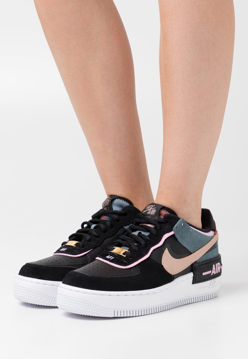 Nike Sportswear - AIR FORCE 1 SHADOW - Tenisky - black/metallic red bronze/light arctic pink/claystone red/ozone blue/white