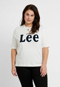Lee Plus - TEE - T-shirt z nadrukiem - off white - 0