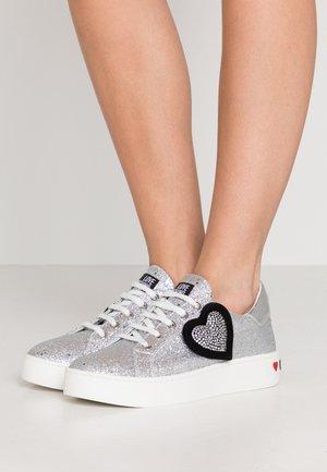 Sneakers - silver glitter