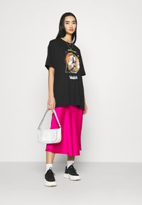 Missguided - SHOOTING HOOPS GRAPHIC TEE - Print T-shirt - black - 1