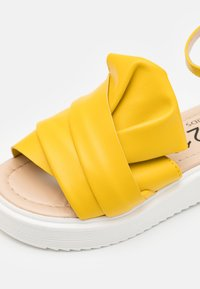N°21 - Sandals - yellow - 5