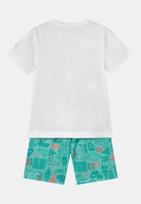 Jordan - AIR ELEMENTS SET  - Sports shorts - tropical twist - 1