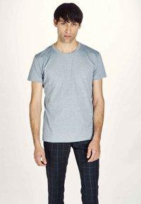 MDB IMPECCABLE - Basic T-shirt - navy - 0