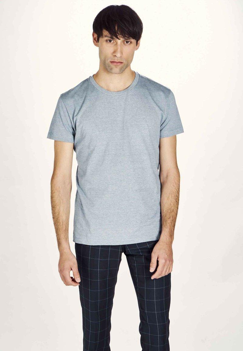 MDB IMPECCABLE - Basic T-shirt - navy