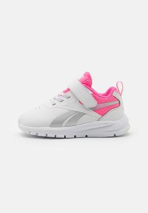 RUSH RUNNER 3.0 UNISEX - Zapatillas de running neutras - white/electro pink/silver metallic