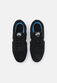 Nike SB - CHARGE UNISEX - Sneaker low - black/photon dust - 3